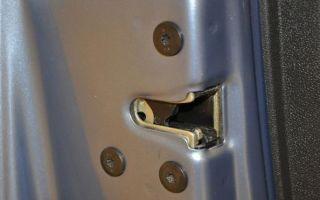 Разборка и замена переднего левого замка двери Lada Largus