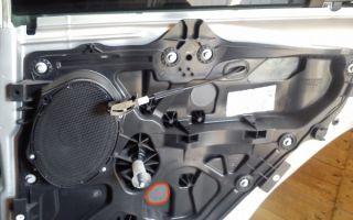 Как разобрать заднюю дверь Ford Fusion и снять обшивку