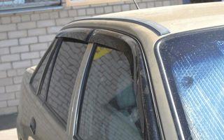 Особенности выбора молдинга лобового стекла и установки универсального уплотнителя