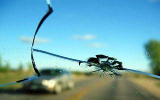 Как произвести ремонт и удаление сколов на лобовом стекле автомобиля своими руками