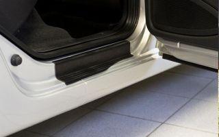 Разновидности и предназначение накладок на пороги для Lada Vesta