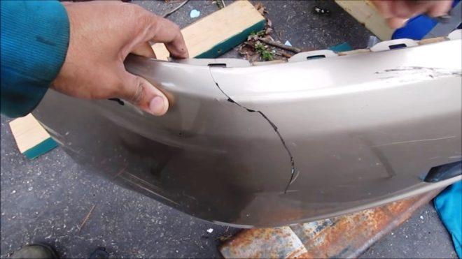 Трещина в бампере