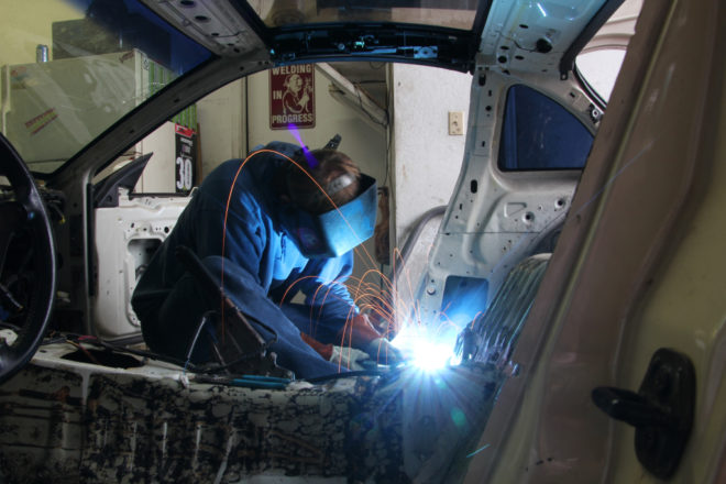 svarka avto 1 e1518648447589 - Что такое кузовной ремонт