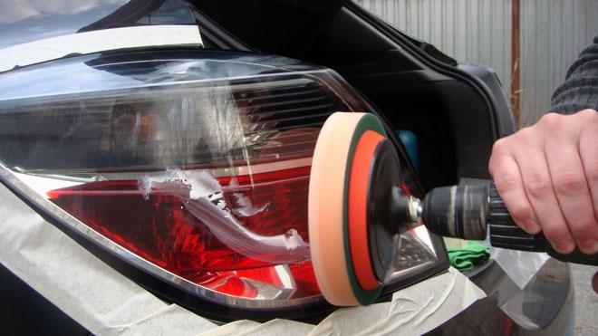 Полировка-задней-оптики-авто