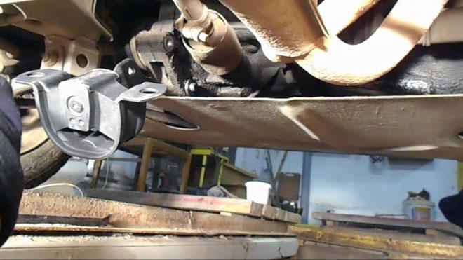 вибрация-мотора-передается-на-кузов