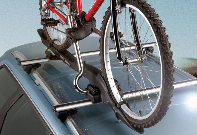 погруженный-велосипед-на-крышу-авто