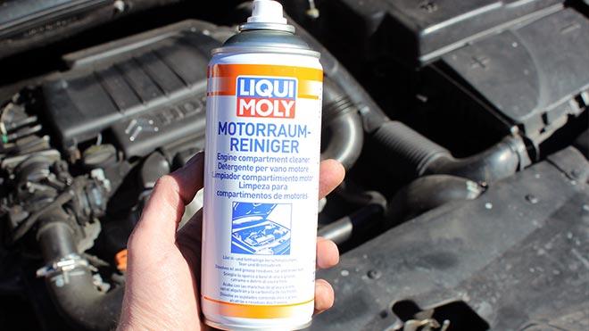 Оригинальный Liqui Moly MOTORRAUM-REINIGER в руке