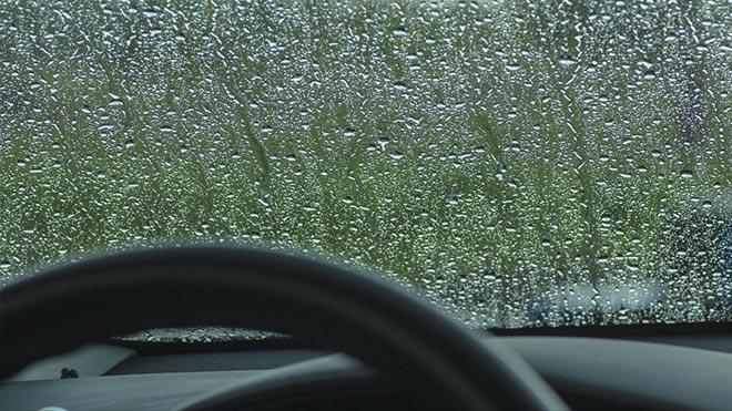 Ветровое стекло в дождь