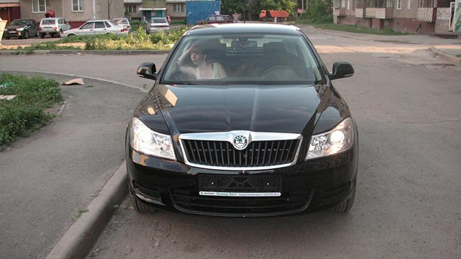 Горят фары на чешском автомобиле