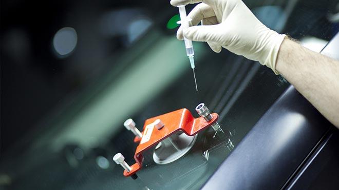 Процесс устранения дефектов окна машины