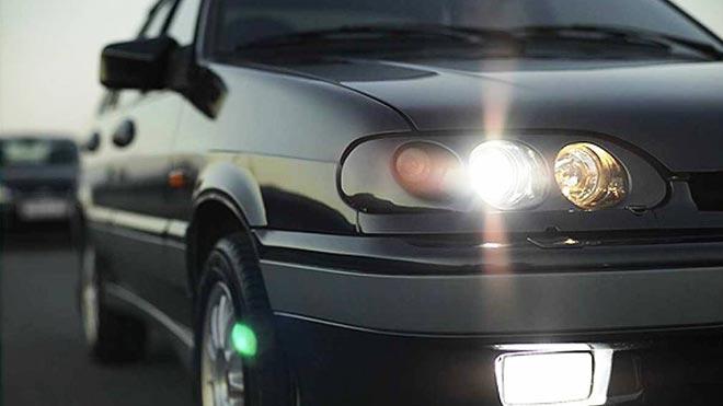 Включено освещение на автомобиле