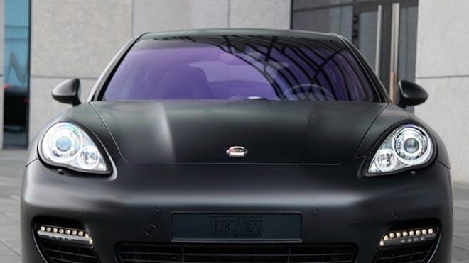 Фиолетовое покрытие на окне