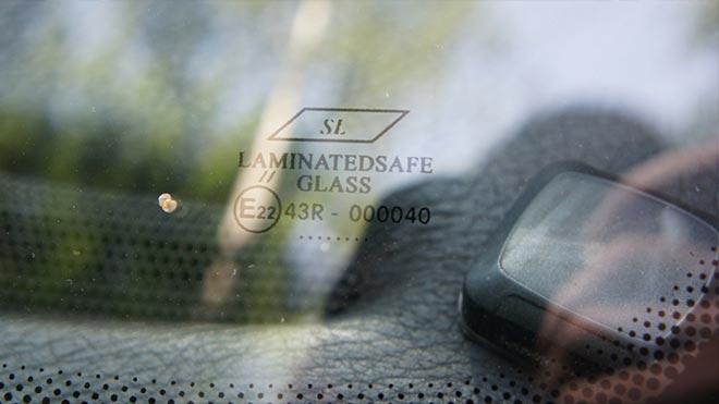 Отражение в окне машины