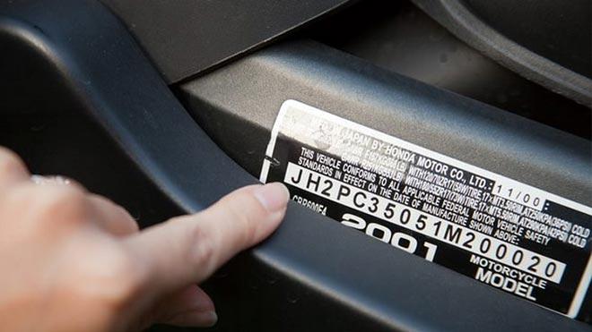 Табличка с информацией об агрегате