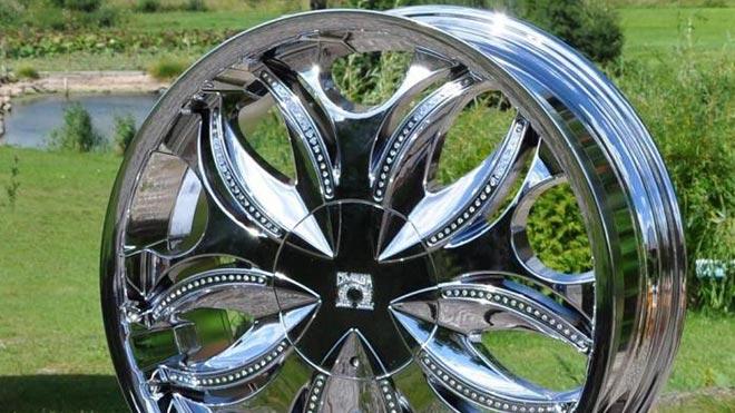 Отполированное металлическое колесо