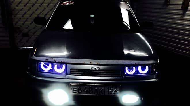Авто с включенным светом