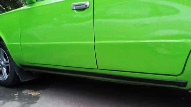 Боковина салатового авто