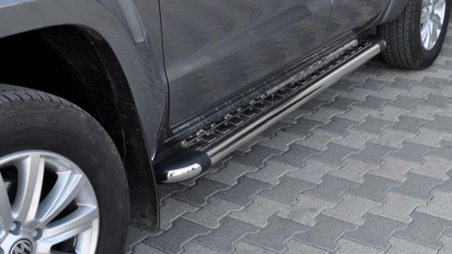 Машина с металлической подножкой