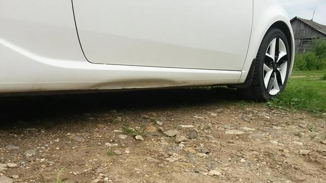 Вмятина внизу машины