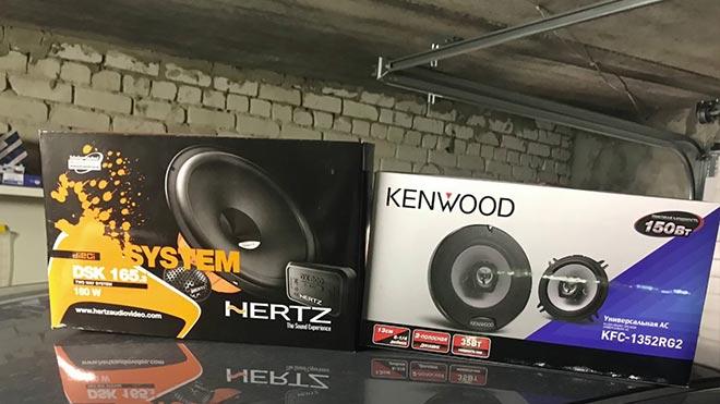 Две коробки с акустикой