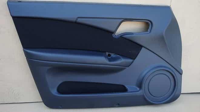 Пластиковый дверной элемент