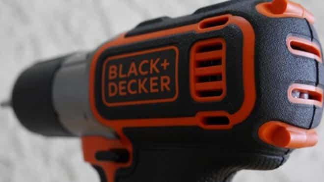 Шуруповерт Black Decker