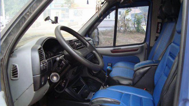 Синий салон грузовика
