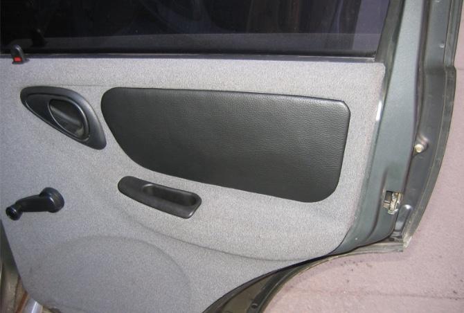 Кожаная вставка в дверь авто