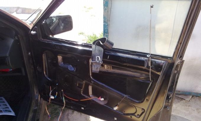 Дверь машины