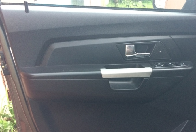 Обшивка двери машины
